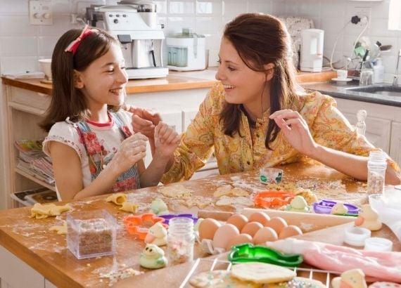 Conheça 10 brincadeiras para fazer em casa com crianças até 12 anos