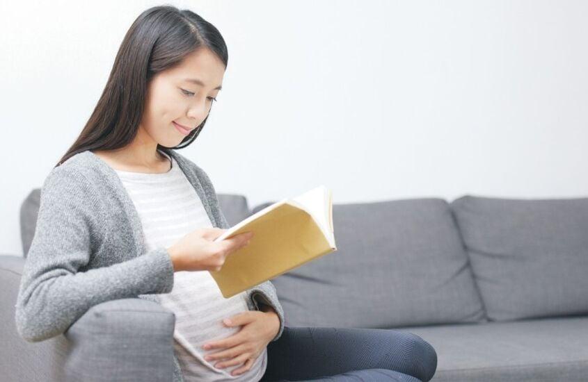 8 livros para ler na gravidez com o bebê: veja a importância da leitura antes do nascimento